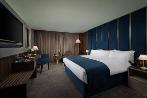 Cama ou camas em um quarto em The Savoy Hotel
