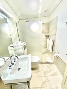 A bathroom at La Bastide Du Port - Hôtel de Charme