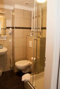 Ein Badezimmer in der Unterkunft Pension Levi