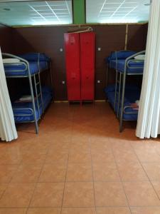 A bunk bed or bunk beds in a room at Albergue O Bordón