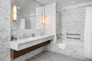 A bathroom at Nautilus by Arlo