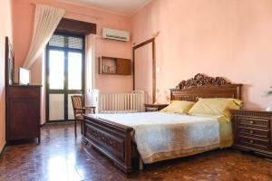 A bed or beds in a room at Olimpia B&B