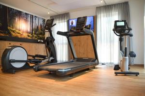 The fitness center and/or fitness facilities at Hotel Hirsch
