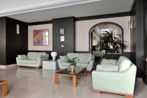 The lobby or reception area at Hotel Pietra di Luna