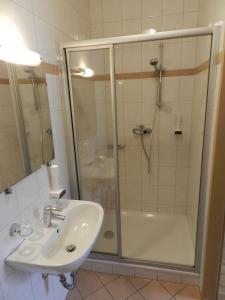 A bathroom at Freinerhof & Wellness