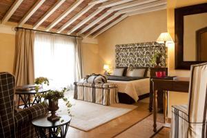 Een zitgedeelte bij L'Albereta Relais & Chateaux