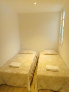 A bed or beds in a room at Hôtel Croix des Nordistes