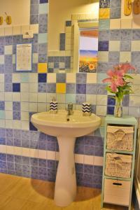 Ein Badezimmer in der Unterkunft Flowery Inn Villa