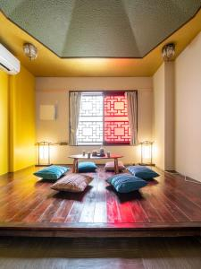 A bed or beds in a room at Room Inn Shanghai 横浜中華街 Room1-ABC
