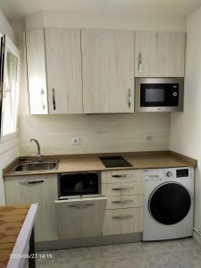 A kitchen or kitchenette at Pension Travesía - Apartamento