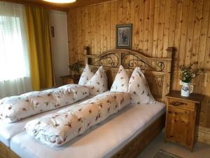 Ein Bett oder Betten in einem Zimmer der Unterkunft Blusnerhof