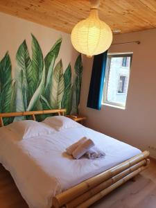 A bed or beds in a room at Entre Roches et Nature