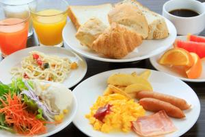 Breakfast options available to guests at Daiwa Roynet Hotel Tokyo Akabane