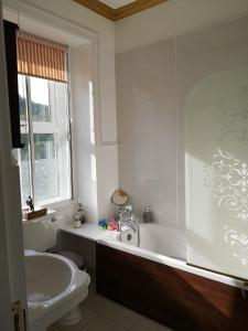 A bathroom at Rosebank House Bed & Breakfast