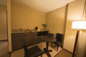 A kitchen or kitchenette at Quality Inn & Suites Aéroport P.E. Montréal-Trudeau Airport