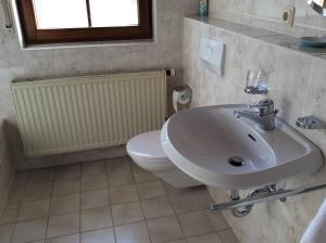 A bathroom at Mountain View Rooms
