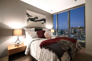 A bed or beds in a room at Platinum Apartments @ Freshwater Place