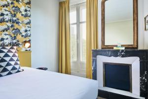 A bed or beds in a room at Stanley Ex-Cœur de City by Happyculture