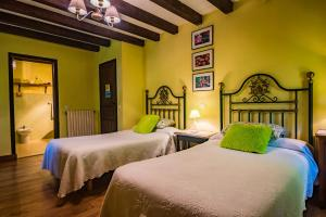 A bed or beds in a room at Posada Camino del Norte