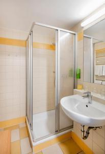 Ein Badezimmer in der Unterkunft JUFA Hotel Vulkanland