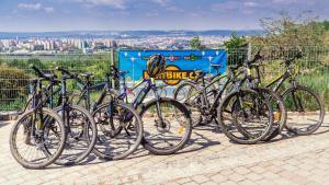 Катание на велосипеде по территории Hotel Velká Klajdovka или окрестностям