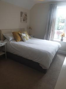 A bed or beds in a room at Highfield Guest House