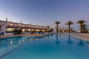 The swimming pool at or near Moradias Villas Joinal