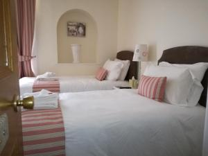A bed or beds in a room at Lubnaig Guest House