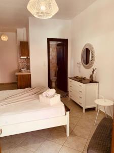 Ένα ή περισσότερα κρεβάτια σε δωμάτιο στο Alkyonari By Maria