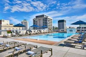 The swimming pool at or close to Renaissance Montgomery Hotel & Spa at the Convention Center