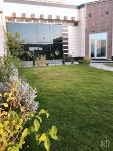 Um jardim em Chalet AL SULTAN - for families only