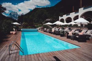 The swimming pool at or near Berghotel Rehlegg