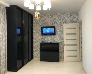 Телевизор и/или развлекательный центр в Apartments on Vera Zasulich 48