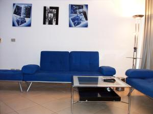 A seating area at Sunterra Resort