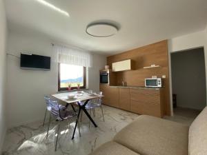 Televízia a/alebo spoločenská miestnosť v ubytovaní Apartments-Rooms Kocijancic
