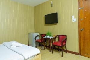 A television and/or entertainment centre at Aqua Long Son Hotel