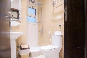 Um banheiro em Asdaa Al Rahah Hotel Suites