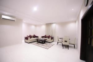 Uma área de estar em Asdaa Al Rahah Hotel Suites