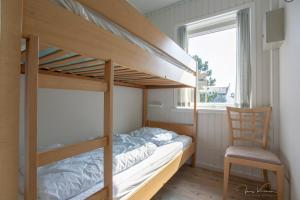A bunk bed or bunk beds in a room at Hotel Tannishus
