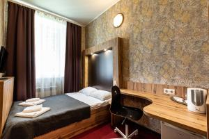 A bed or beds in a room at Hotel First Train