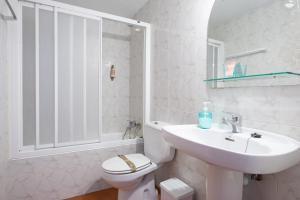 Salle de bains dans l'établissement Casa Rural Areano
