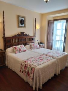 A bed or beds in a room at Pazo Xan Xordo