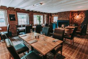 A restaurant or other place to eat at Royal Oak Appleby