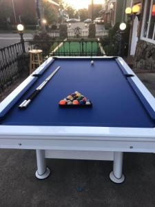 A billiards table at Stay Saratoga
