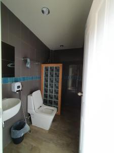 A bathroom at Ibiza House Phi Phi