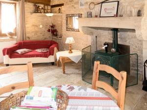 Coin salon dans l'établissement Holiday Home Le Chant de Tüts - BYL100