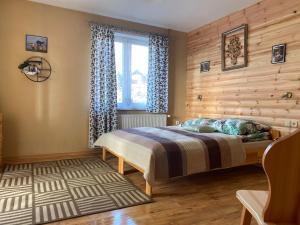Łóżko lub łóżka w pokoju w obiekcie Willa Adamcykówka