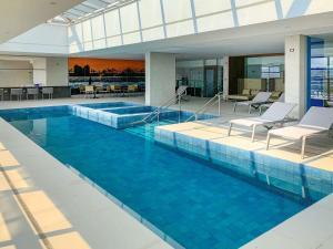 The swimming pool at or close to Mercure Itajai Navegantes