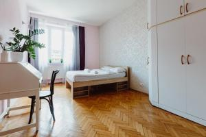 Łóżko lub łóżka w pokoju w obiekcie Apus Apartament Krakow