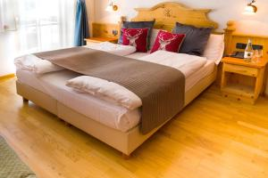 A bed or beds in a room at Hotel Villetta Maria Cottage